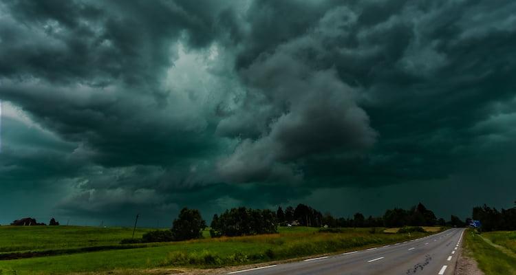 dark green sky before a tornado