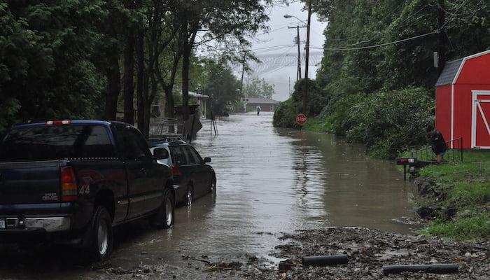 hurricane irene damage to neighborhood in 2011